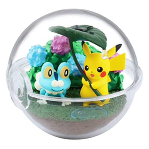 Pokemon 2'' Froakie and Pikachu Four Seasons Terrarium Collection Trading Figure